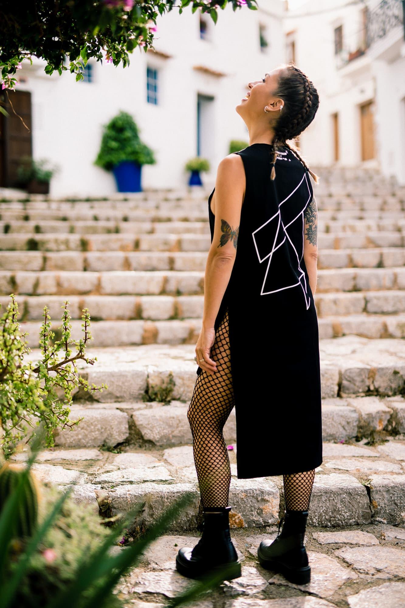 Anna Tur se une a Unreleased Electronic Wear